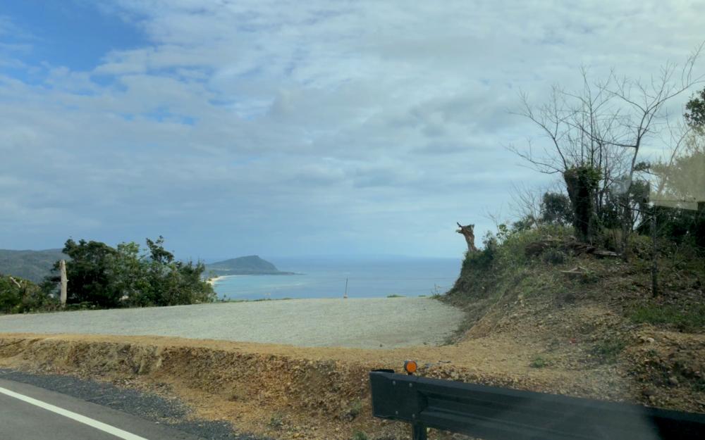 奄美大島の二つの海が見える丘